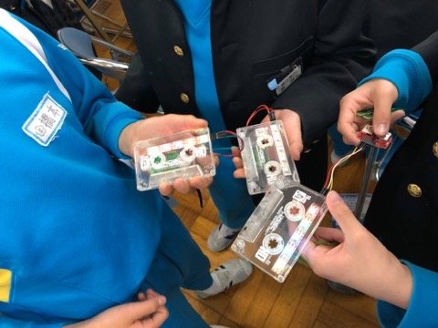 The class of math with Emo-Tape! Lighting Tape Cassette taught from Gyaruden was made 50 at elementary school at Sabae Fukui! / エモテープで算数の授業を!ギャル電 直伝「光るカセットテープ」鯖江市の小学校で50個製作!