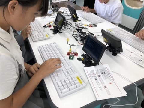 キーボードタイピングを10分でマスターしコンピュータを操る6年生、PCN金沢が町立小学校でIchigoJamプログラミング!