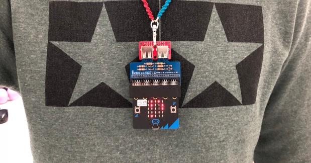 micro:bitで作ろう、メッセージ表示ペンダント!