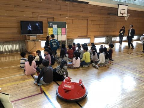 音楽室にはグランドピアノ、各児童にはIchigoJam、前原小が行き着いたプログラミング授業は楽しさ満載!