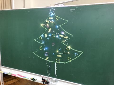Cool shining in your way, let's program the 2D Christmas tree! / 君の光らせ方でカッコよく、2Dクリスマスツリーをプログラミングしよう!