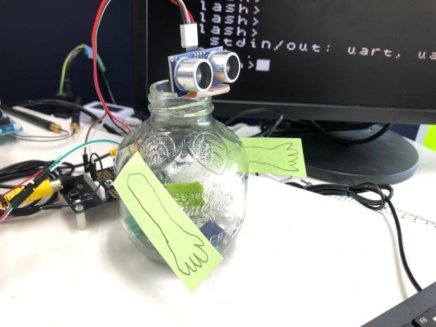 IchigoLatte JavaScript で粒度 4cm 、¥112 距離センサー HC-SR04でロボット作り!