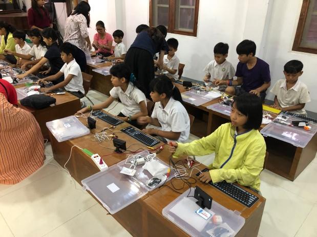 Programming with Khayay International School Kids inYangon!