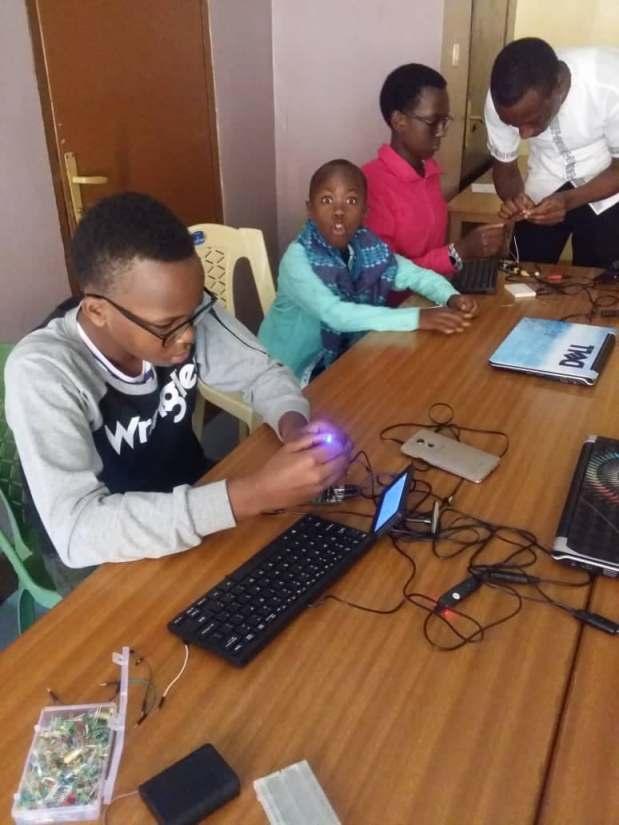 アフリカのこども達に プログラミング byPCNルワンダ!