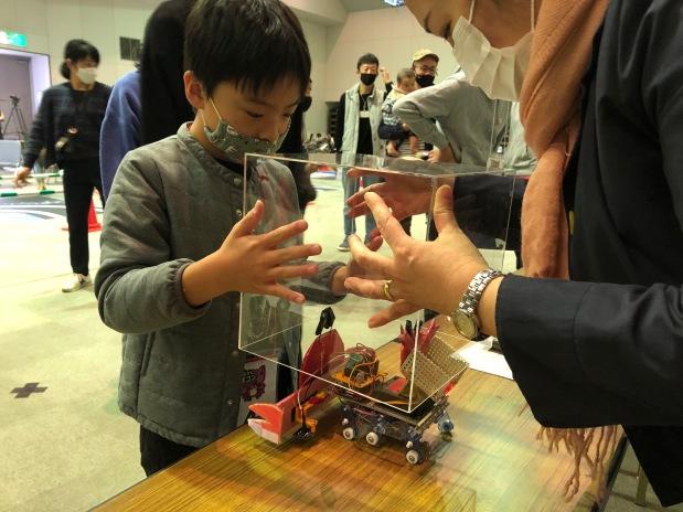 実業団チームも大躍進!地域ぐるみで楽しむ「かにロボコン」の多彩なロボット&こども達!